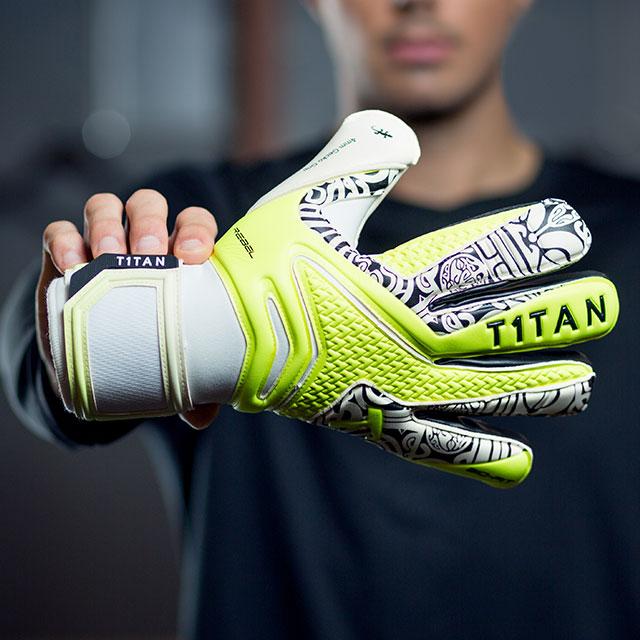 el precio más bajo zapatos exclusivos venta caliente más nuevo Diseño de guantes de portero - amor al primer agarre   T1TAN